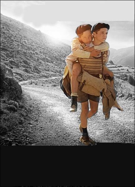 """Dans le roman """"Un sac de billes"""" de Joseph Joffo, quel est le prénom du frère du petit Joseph ?"""