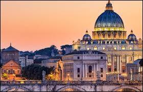 Rome est à la fois la capitale de l'Italie et celle du Vatican.
