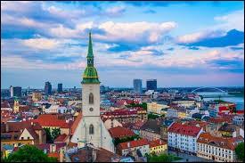 Bratislava est la capitale de la Slovaquie.