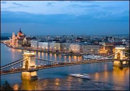 Le Danube traverse Budapest, la capitale de la Hongrie.