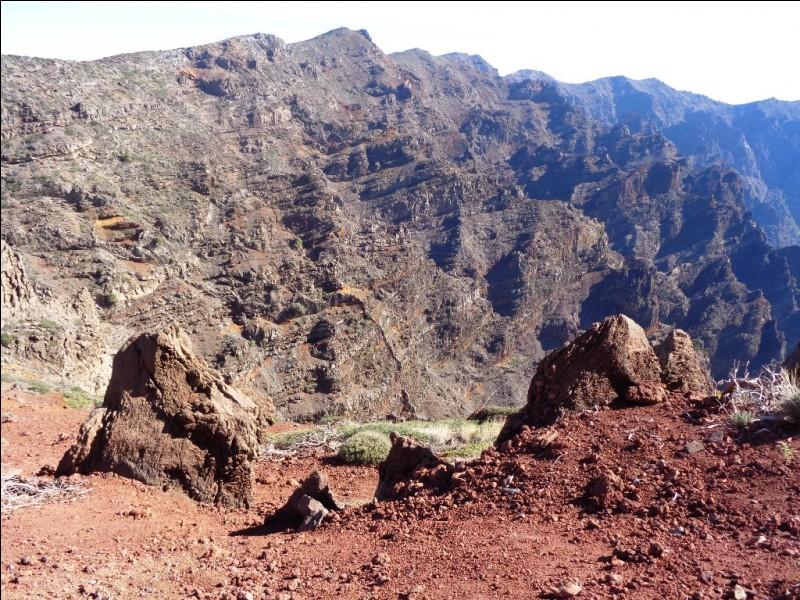 """Avec ses 2 426 mètres, le """"Roque de los Muchachos"""" est le point culminant de La Palma. En espagnol, qu'est-ce qu'un """"muchacho"""" ?"""