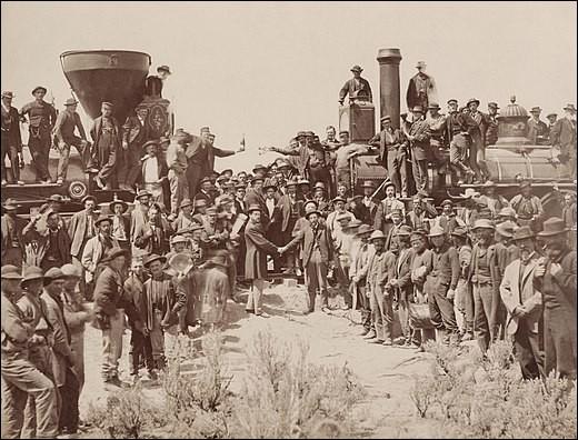 La photo prise par Andrew J. Russell, a immortalisé l'événement. On y voit Leland Stanford, un des grands actionnaires de la Central Pacific, planter l'ultime rivet, en or s.v.p. ceci devant une foule de plusieurs centaines de personnes, dont beaucoup d'ouvriers.Comment se termina la construction du premier chemin de fer transcontinental ?