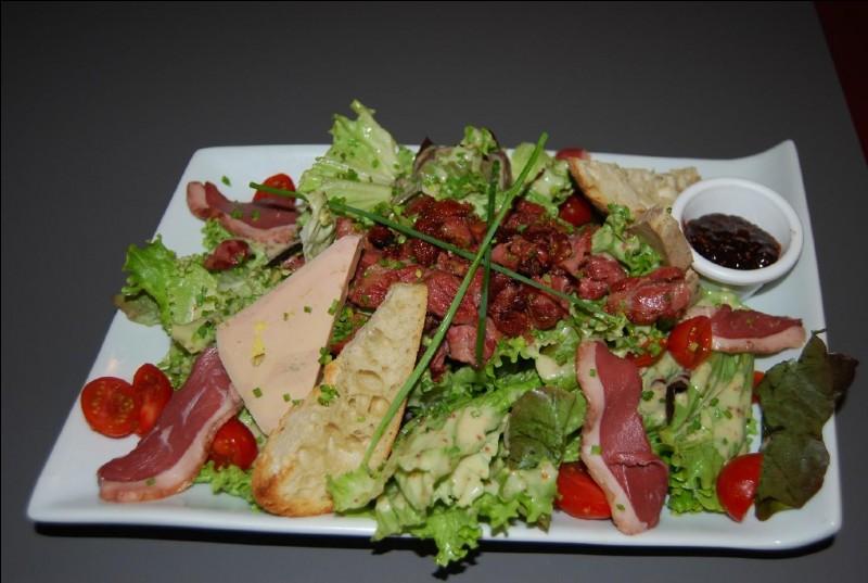On jette un œil sur la table des voisins, et on lit la carte ! À quoi leur salade peut-elle bien correspondre ?