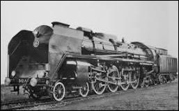 Qui construit la première locomotive à vapeur ?