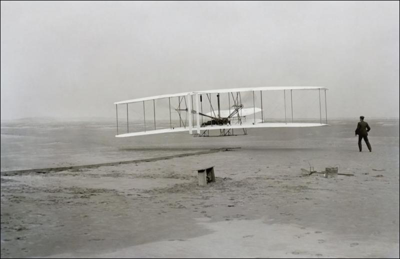 Qui invente l'avion motorisé ?