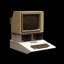 Durant quelle décennie a été créé le premier ordinateur personnel ?