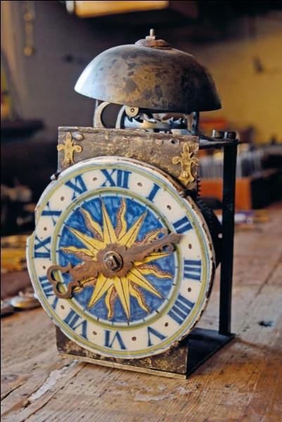 En quelle année est installée la première horloge à sonner les heures ?