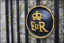 Lequel de ces pays n'est pas gouverné par la reine Elisabeth II ?