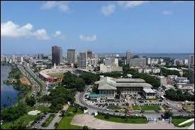 Créé en 1960, ce pays est le premier producteur mondial de fèves de cacao. Situé au bord du golfe de Guinée, sa ville principale est Abidjan. Il s'agit ...