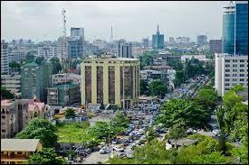 Avec ses 180 millions d'habitants, c'est le pays le plus peuplé du continent. Important pays producteur de pétrole , il a pour capitale la ville d'Abuja et comme ville principale Lagos. C'est ...