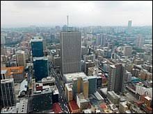 Première puissance économique du continent africain, ce pays a la particularité d'avoir trois capitales. Sa ville principale est Johannesburg. Vous avez sans doute reconnu ...