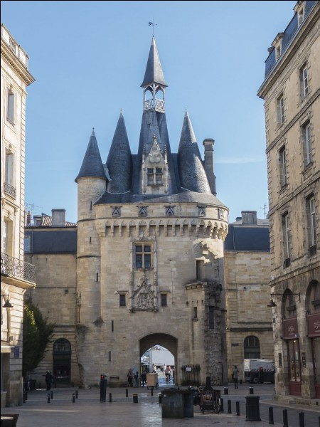 Quel écrivain célèbre du XVIe siècle fut maire de Bordeaux par deux fois ?