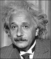 Le grand savant Albert Einstein, enfant, manquait de mémoire et passait son temps à fabriquer des châteaux de cartes.
