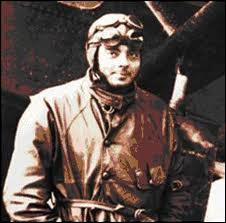 Antoine de Saint-Exupéry ne fut pas seulement écrivain et aviateur mais également cracheur de feu.