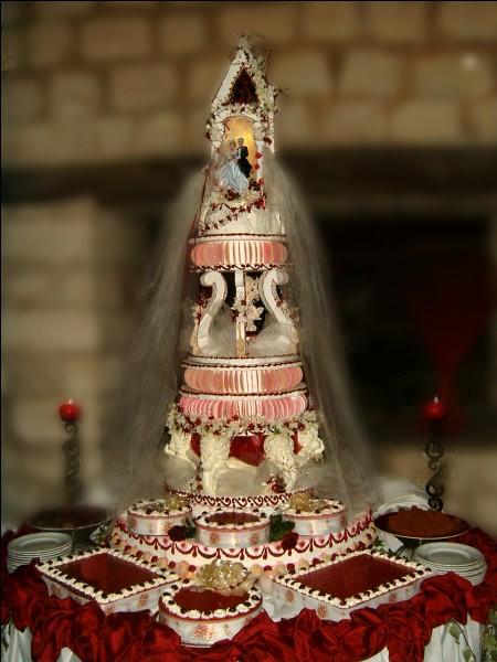 Quel est ce gâteau, traditionnel dessert du mariage ?