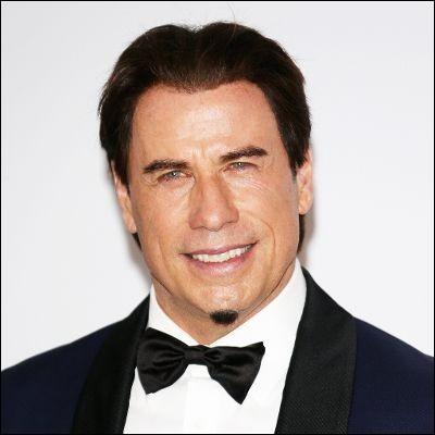 """Cet acteur, chanteur et danseur, est devenu célèbre avec les films musicaux """"La Fièvre du samedi soir"""" et """"Grease"""" : c'est ..."""