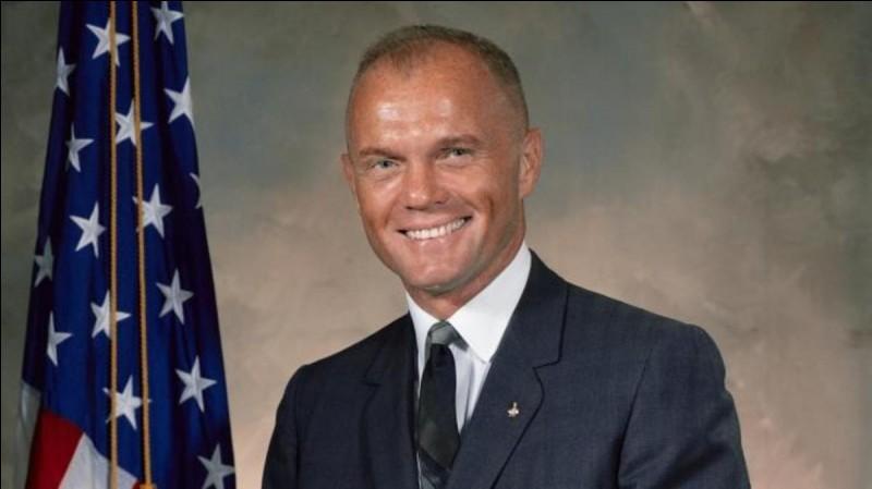 Le 20 février 1962, il a été le premier Américain à effectuer un vol orbital autour de la Terre, c'est ...