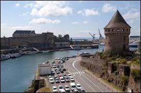 Laquelle de ces villes se situe dans le Finistère ?
