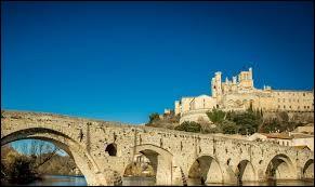 Dans quelle ville peut-on admirer la cathédrale Saint-Nazaire et Saint-Celse ?