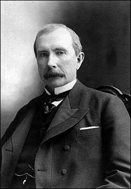 Cet industriel et homme d'affaires, premier milliardaire de l'époque contemporaine, dont la famille a été à la tête d'un empire financier durant près de deux siècles en créant la Standard Oil, c'est ...