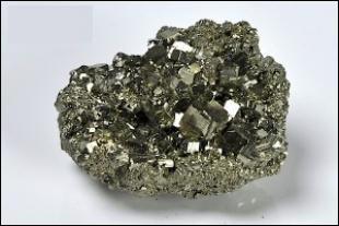 Communément, quel est l'autre nom de la pyrite de fer ?