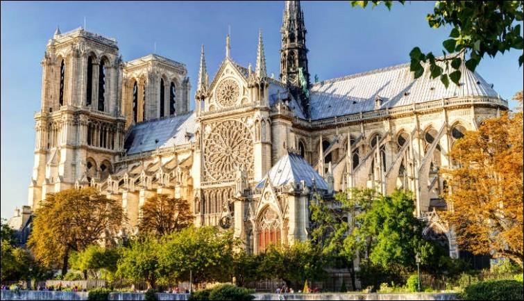 Dans quel arrondissement de Paris se situe Notre-Dame ?