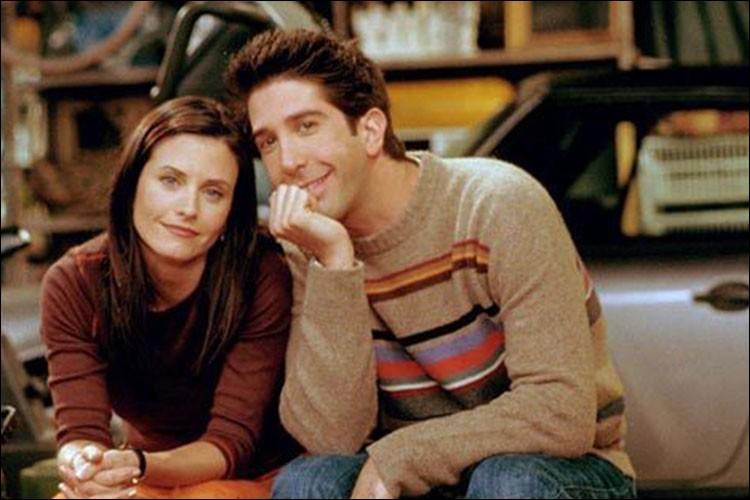 """Quel est le lien de parenté qui unit Ross et Monica dans la série """"Friends""""?"""