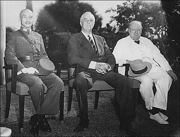 Trafic > Il s'agit d'opium, nous sommes donc en Chine. La CIA prête des avions d'Air America pour aider l'opposant aux communistes Chang-Kaï-check. Comment s'appelait son parti, déjà ?