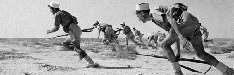 Quelle armée était confrontée aux soldats allemands lors de la bataille de Bir Hakeim en 1942 ?
