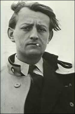 L'écrivain et homme politique André Malraux fut un résistant actif durant cette guerre. Quel était son nom de résistant ?