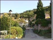 Nous commençons notre balade en région P.A.C.A, à Beaumont-du-Ventoux. Village de l'arrondissement de Carpentras, il se situe dans le département ...