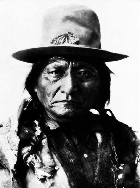 Quel chef sioux remporta une victoire contre le général Custer en 1876 ?