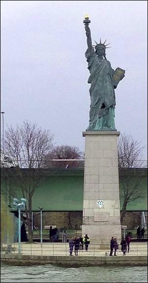 Trop simple, alors corsons l'affaire : combien mesure cette statue de la Liberté ?