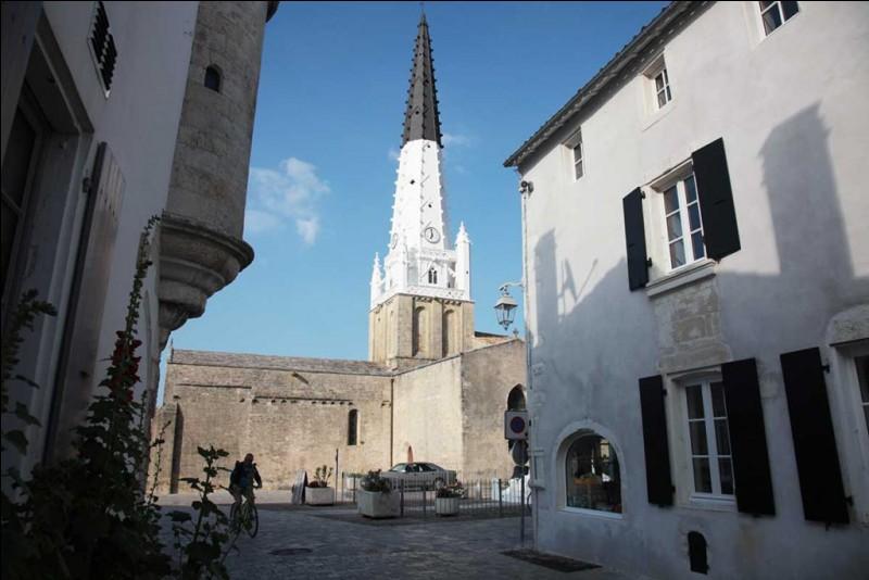Dans quelle ville cette place de l'Église se situe-t-elle ?