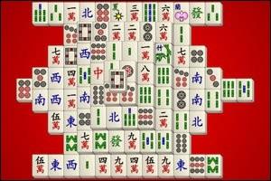 But du jeu : vider le plateau de toutes ses tuiles en associant par deux des pièces identiques pour les faire disparaître. Quel est le nom de ce jeu d'origine chinoise (en photo) que l'on trouve sur Internet ?