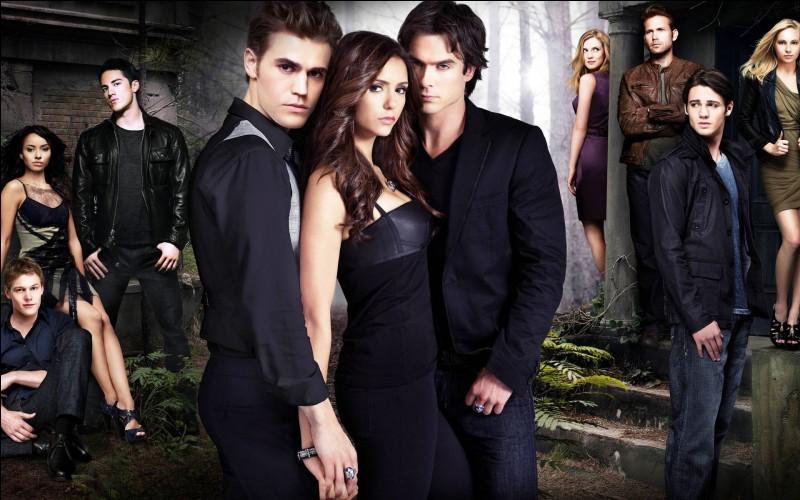 Comment s'appelle le garçon pour qui craque Elena, au début de la saison 1 ?