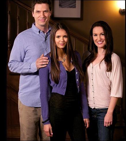 Comment les parents d'Elena sont-ils morts ?