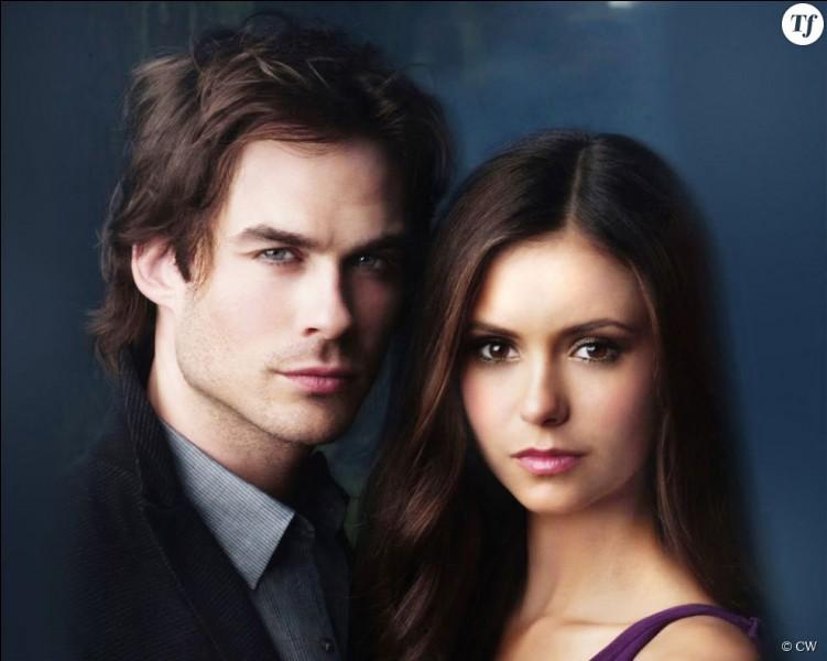 De quelle couleur sont les yeux de Damon ?
