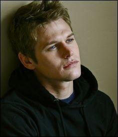 Matt était le petit copain d'Elena.