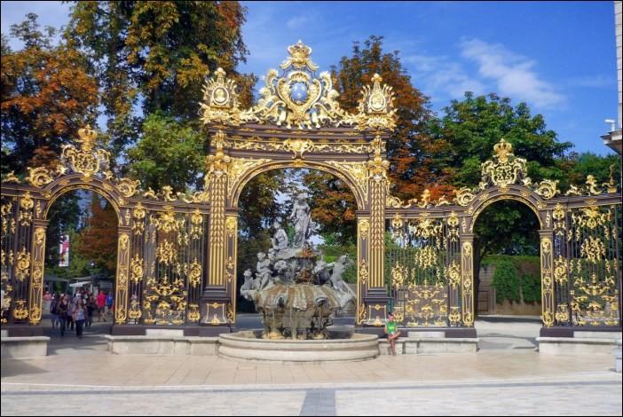 Mon premier est souvent utilisé à la place de ''non''.Avec mon second, on mettrait Paris en bouteille.La place Stanislas est le lieu emblématique de mon tout, ville...