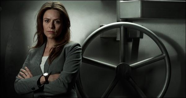 Quel est le nom de l'inspectrice chargée de négocier avec le Professeur, dont elle va tomber amoureuse ?