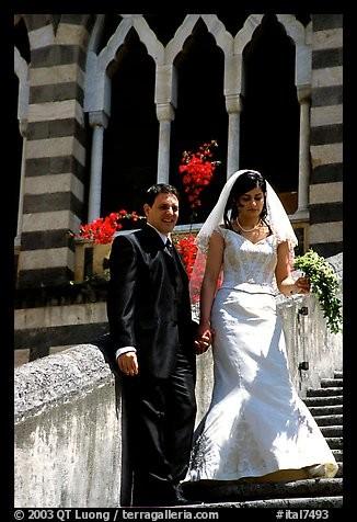 Si vous y arrivez en bateau, la côte qui y mène est pleine d'un charme romantique. Le Duomo est la plus importante église de cette commune, qui regorge de monuments inspirants : ce dôme remonte à l'an mil. Si vous rêvez d'un mariage inoubliable, enveloppé dans un cadre magique, la côte de Sorrento est un lieu idéal.Situez cette célèbre cathédrale Saint-Andréa qui attire des candidats du monde ?