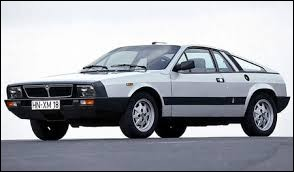 Revenons avec une italienne. Cette Lancia Beta Montecarlo a donné naissance à une légende des rallyes, quel est son nom ?