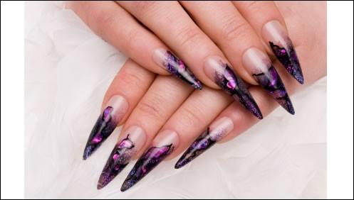 D'après vous, qui a inventé les ongles artificiels, ou faux-ongles ?