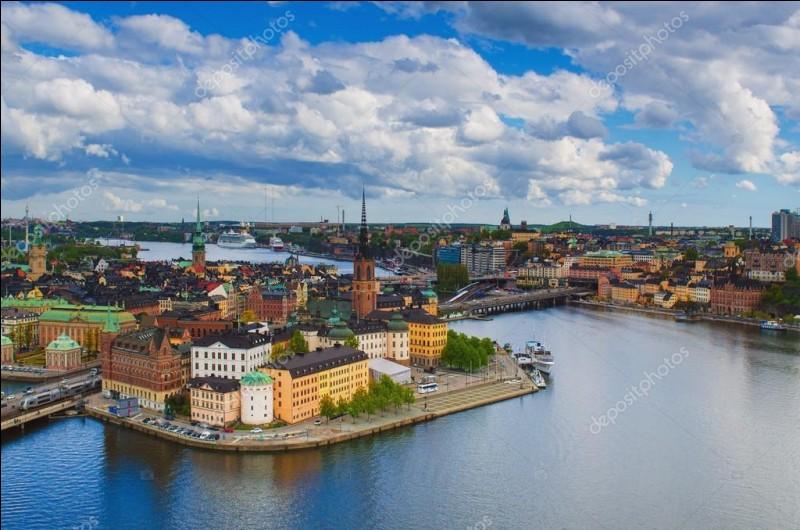 Depuis 2017 on compte plus de 900 000 habitants à Stockholm.
