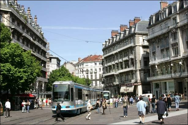 Grenoble se trouve dans la région Hauts-de-France.