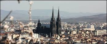 Dans quelle ville peut-on voir la cathédrale Notre-Dame-de-l'Assomption ?