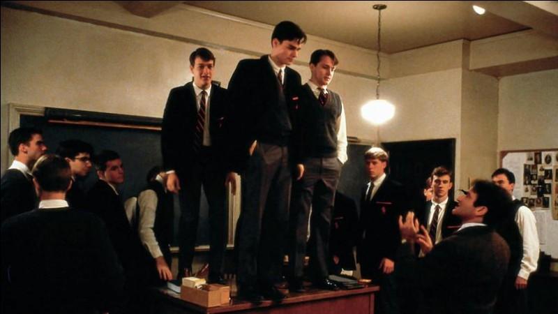 """En 1988, quel acteur est le professeur de littérature dans le film """"Le Cercle des poètes disparus"""" ?"""