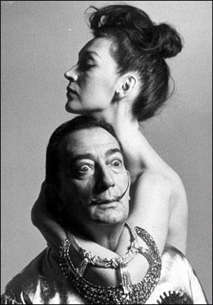 Gala Dalí, femme de Salvador Dalí, avait précédemment épousé un poète français. Lequel ?