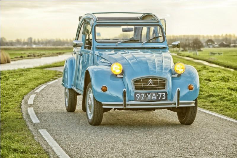 En quelle année la Citroën 2CV a-t-elle perdu ses portes suicides ?